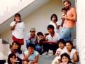 O. Michał z dziećmi i młodzieżą po wspólnej pracy w ogrodzie