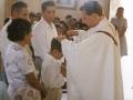 O. Zbigniew udziela chrztu w kościele w Pariacoto
